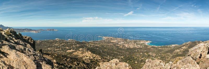 Panoramablick über Calvi-Bucht und Revellata in Korsika stockbild