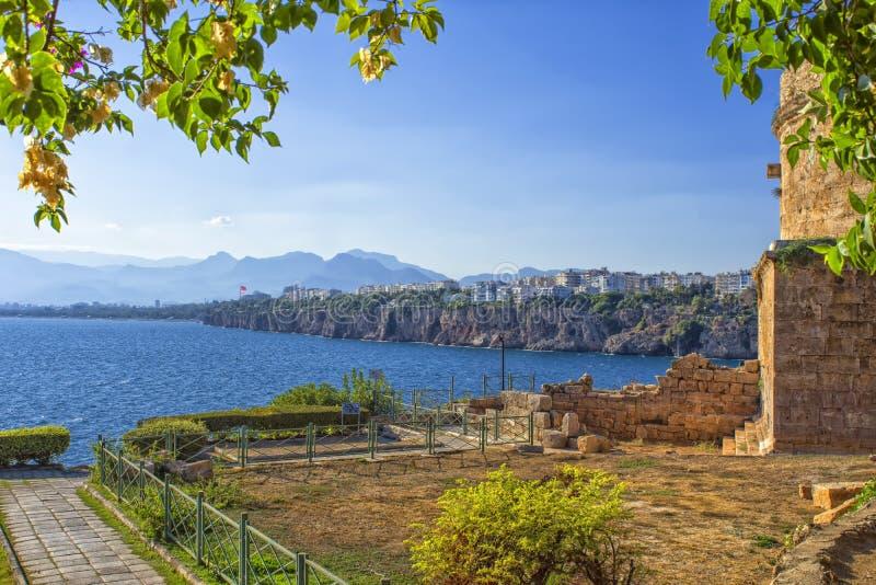Panoramablick auf Antalya-Stadt von der alten Stadt Kaleici Die Türkei lizenzfreie stockbilder