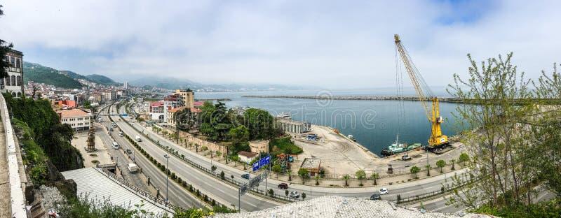 Panoramablick auf Stadt von Giresun in der Türkei durch Schwarzes Meer lizenzfreie stockfotos