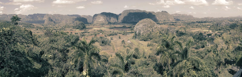Panoramablick auf Vinales-Tal kuba lizenzfreie stockfotografie