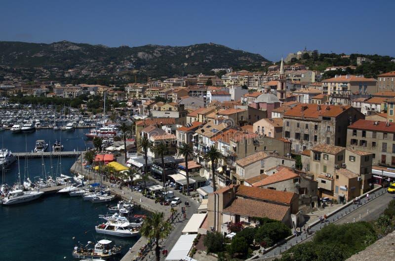 Panoramablick in Calvi im Stadtzentrum gelegen auf Korsika-Insel in Frankreich lizenzfreies stockfoto