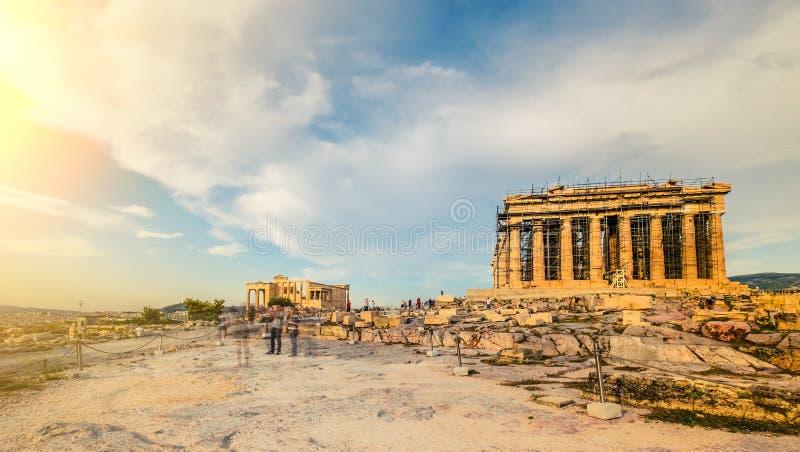 Panoramablick der Akropolishügel- und Parthenontempelwiederherstellung stockfotografie