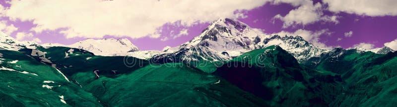 Panoramablick der Berglandschaft Bunter Auszug stockbild