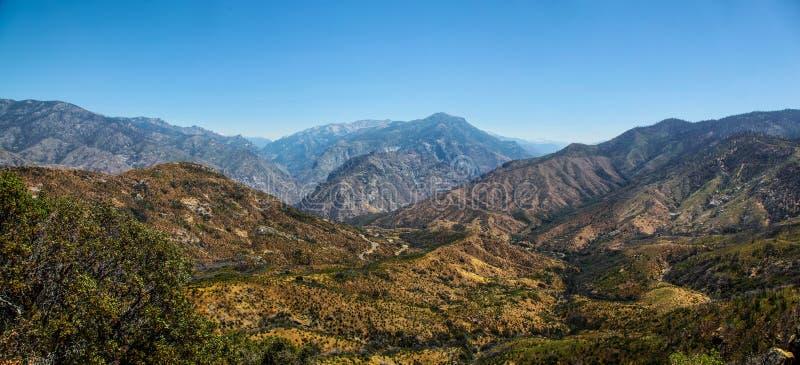 Panoramablick der Gebirgslandschaft Nationalparks Kalifornien König-Canyon stockbild