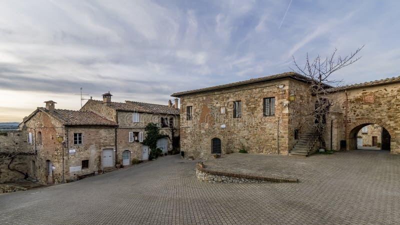 Panoramablick der historischen Mitte des mittelalterlichen Dorfs von Murlo, Siena, Toskana, Italien lizenzfreie stockfotografie