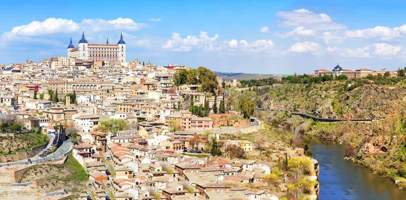 Panoramablick der historischen Stadt von Toledo mit Fluss Tajo, S stockbild