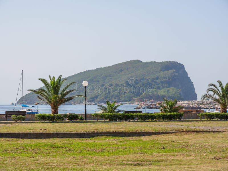 Panoramablick der Insel von Sankt Nikolaus Panorama der Natur Budva stockfotos