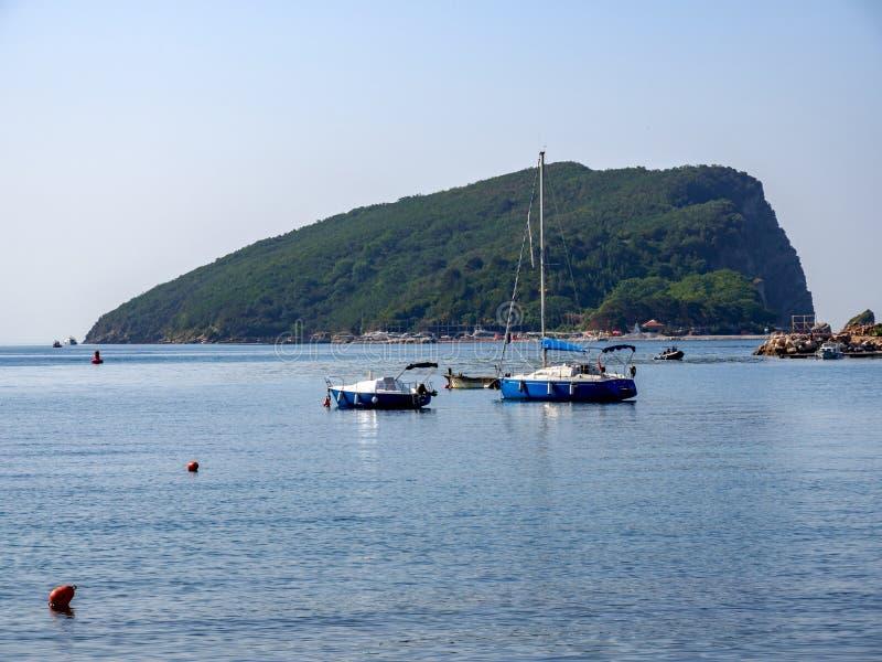 Panoramablick der Insel von Sankt Nikolaus Panorama der Natur Budva lizenzfreie stockbilder