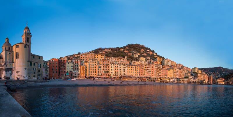 Panoramablick der Stadt von Camogli, Genoa Genova Province, Ligurien, Mittelmeerküste, Italien stockbilder