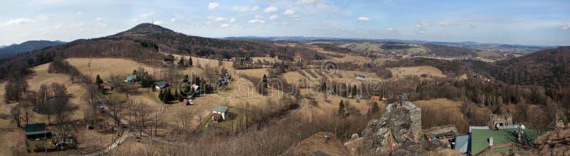 Panoramablick des Bergs Jedlova in den Lusatian-Bergen stockfotografie