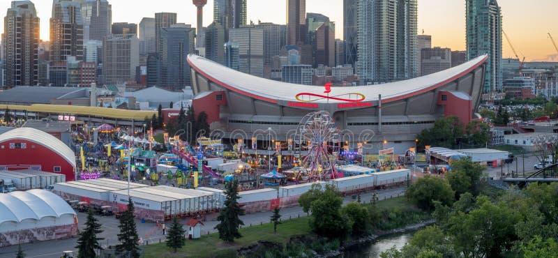 Panoramablick des Calgary-Ansturms bei Sonnenuntergang lizenzfreie stockfotos
