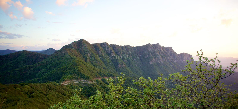 Panoramablick des hohen Berges der Pyrenäen lizenzfreies stockfoto