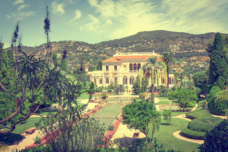 Panoramablick des Landhauses Ephrussi de Rothschild stockbild
