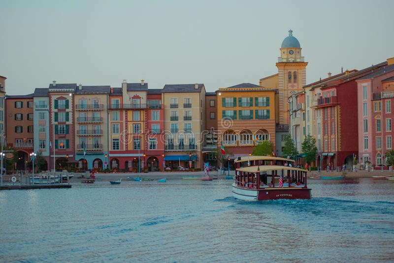 Panoramablick des Portofino-Bucht-Hotels, der ganzer Charme von Italien in Universal Studios-Bereich 9 lizenzfreie stockfotos