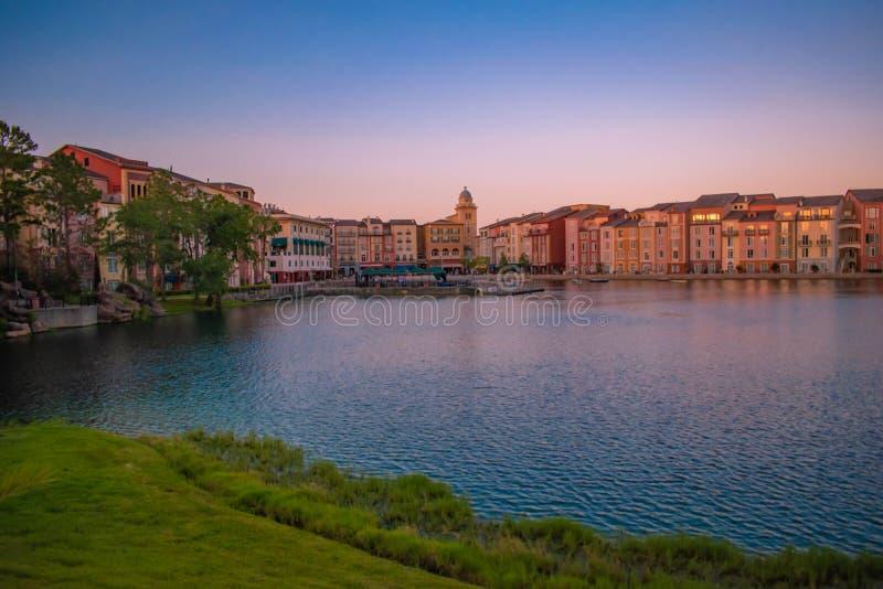 Panoramablick des Portofino-Bucht-Hotels, der ganzer Charme von Italien in Universal Studios-Bereich 2 lizenzfreie stockbilder