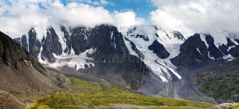 Panoramablick des savlo Felsengesichtes - altai Strecke stockbilder