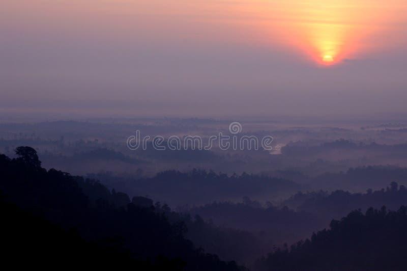 Panoramablick des Sonnenaufgangs im Panoramahügel lizenzfreie stockbilder
