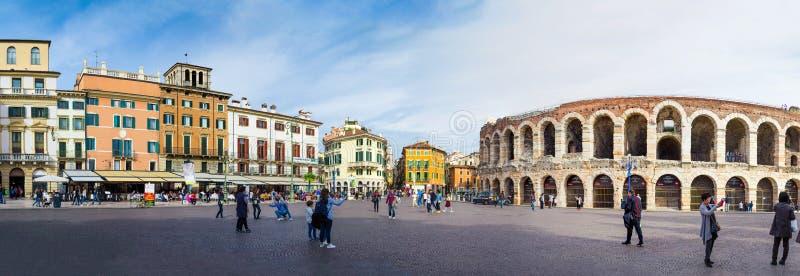 Panoramablick des zentralen Platzes und der Arena Verona, Verona Italy stockbilder