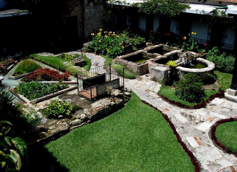 Panoramablick eines Gartens gelegen in Antigua Guatemala stockbild