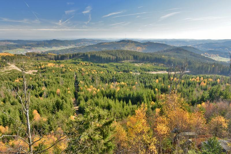 Panoramablick im Herbst von Nebelstein in Waldviertel, Niederösterreich stockbilder