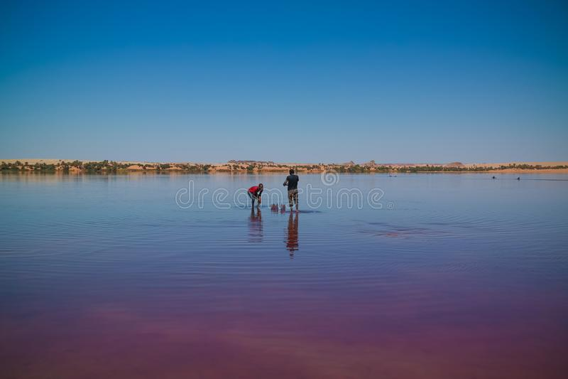 Panoramablick Katam alias Baramar zur Seegruppe Ounianga-kebir Seen beim Ennedi, Tschad stockbilder