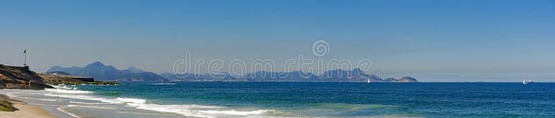 Panoramablick Teufel ` s von Strand und von Copacabana-Fort stockfotos