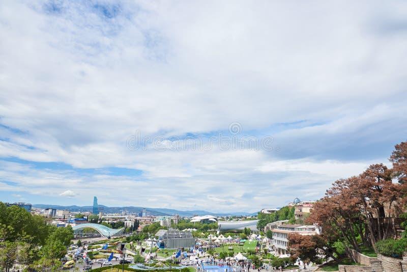 Panoramablick in Tiflis von Metekhi-Seite stockbilder