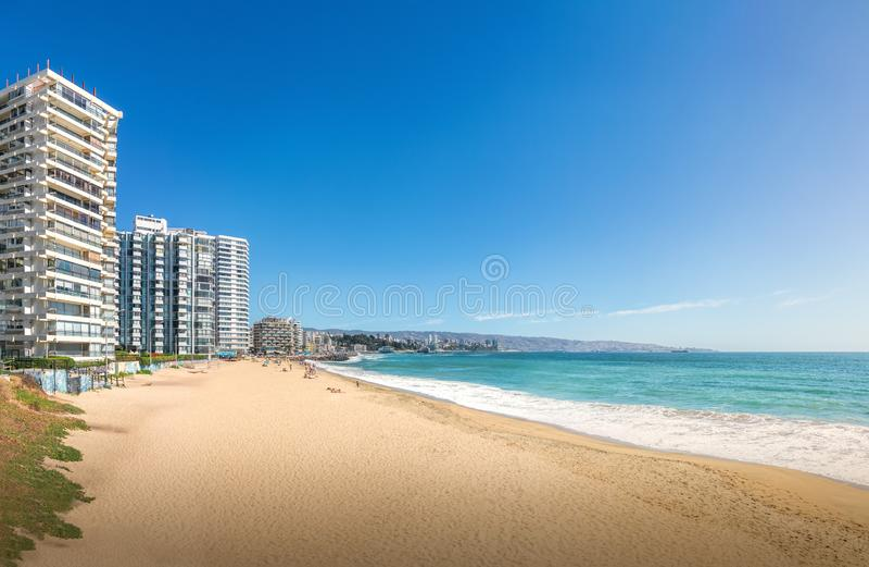 Panoramablick von Acapulco-Strand in Vina del Mar, Chile stockbilder