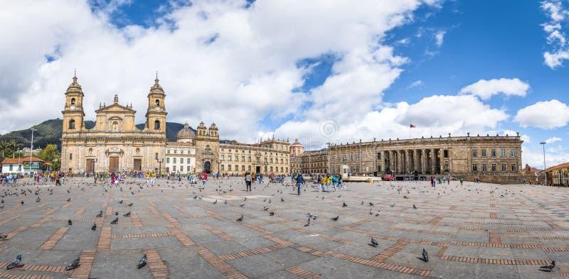 Panoramablick von Bolivar-Quadrat mit Kathedrale und kolumbianischem nationalem Kapitol und von Kongress- Bogota, Kolumbien lizenzfreies stockbild