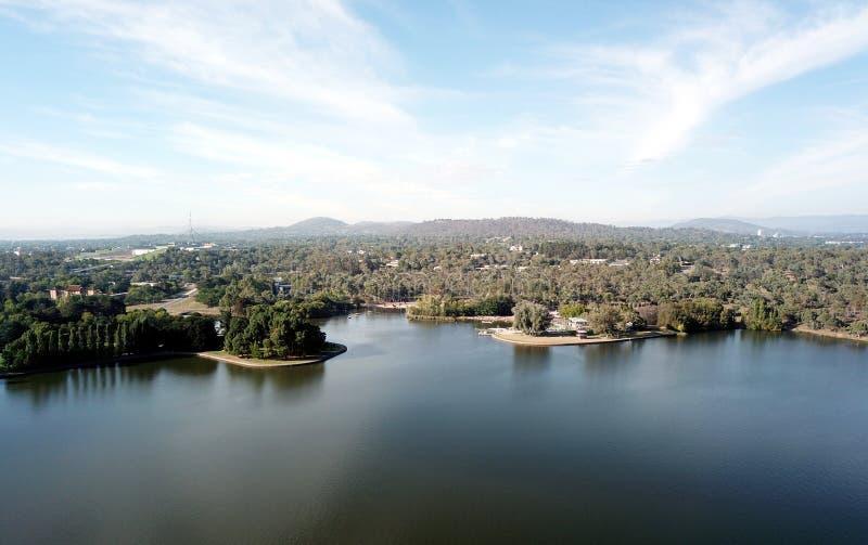 Panoramablick von Canberra Australien in der Tageszeit lizenzfreie stockfotos