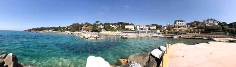 Panoramablick von Castiglioncello-Küste, Toskana stockbild