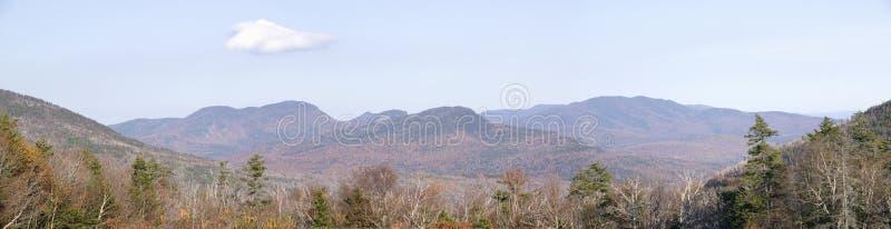 Panoramablick von Crawford Notch State Park in den weißen Bergen von New Hampshire, Neu-England stockbild