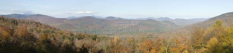 Panoramablick von Crawford Notch State Park in den weißen Bergen von New Hampshire, Neu-England lizenzfreie stockfotos
