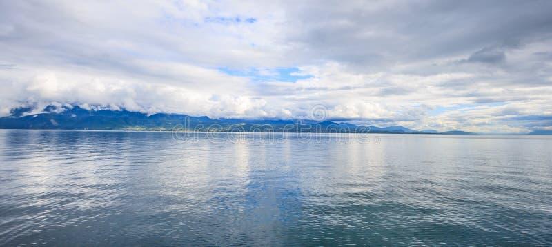 Panoramablick von Genfersee, eins von die Schweiz-` s die meisten Reiseseen in Europa, Waadt, die Schweiz Design für Hintergrund stockfotografie