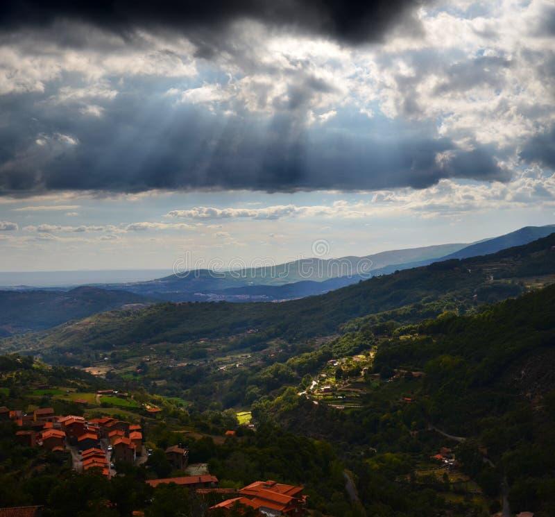 Panoramablick von Guijo-De Santa Barbara Spain lizenzfreie stockbilder