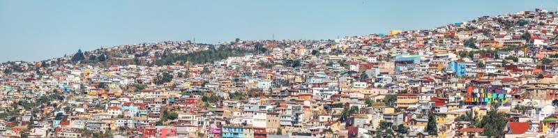 Panoramablick von Häusern von Valparaiso-Ansicht von Hügel Cerros Concepción - Valparaiso, Chile stockfoto