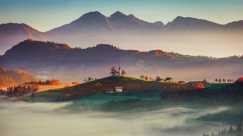 Panoramablick von Heilig-Tomas-Kirche, Slowenien lizenzfreie stockfotografie