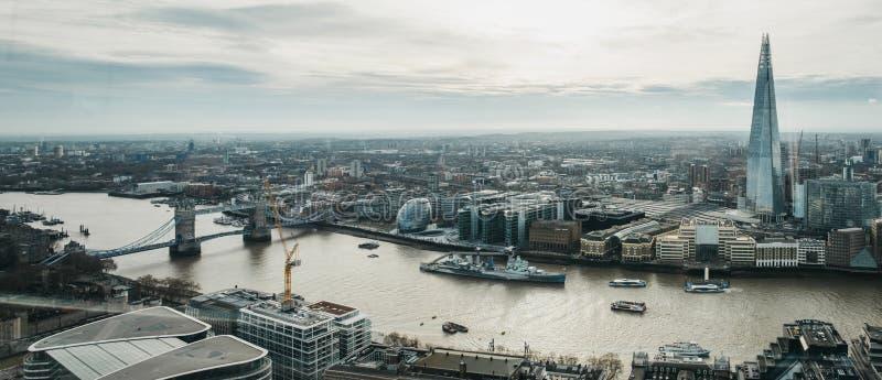 Panoramablick von London und von Scherbe, Großbritannien stockfotografie