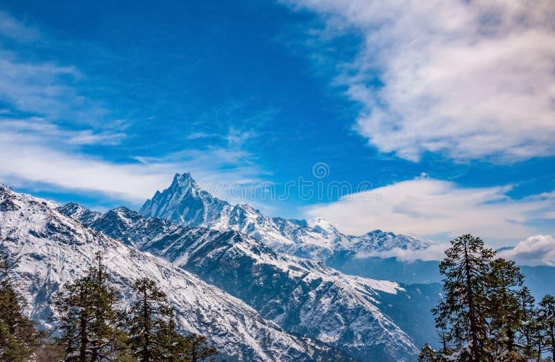 Panoramablick von Machapuchare-Spitze Nepal-Berglandschaft Annapurna-Stromkreis, Himalaja, Asien lizenzfreie stockfotos