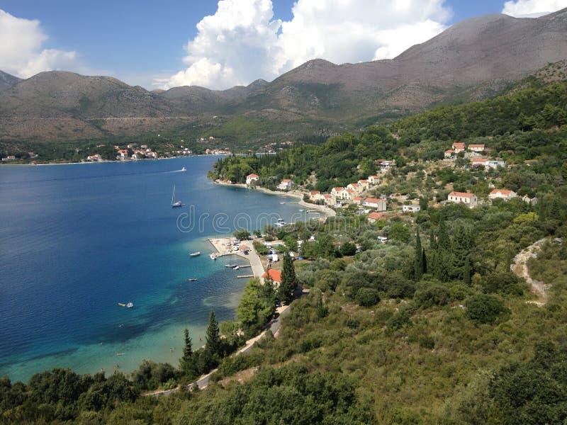 Panoramablick von Mittelmeerküstenferienwohnungen, Dubrovnik, Dalmatien, Kroatien, Europa stockfotografie