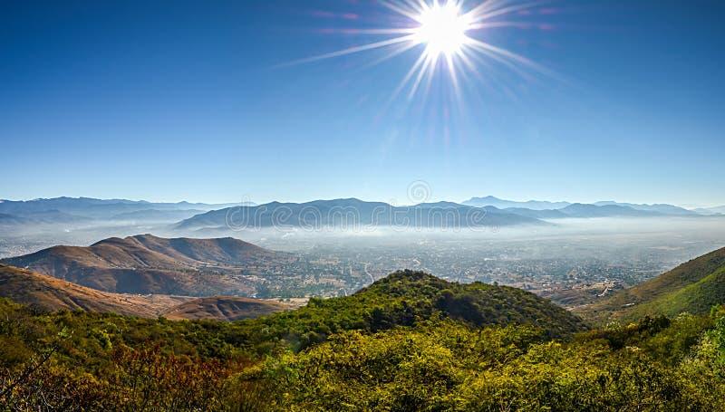 Panoramablick von Oaxaca von Monte Alban stockbilder