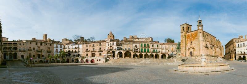 Panoramablick von Piazza-Bürgermeister in Trujillo lizenzfreies stockbild