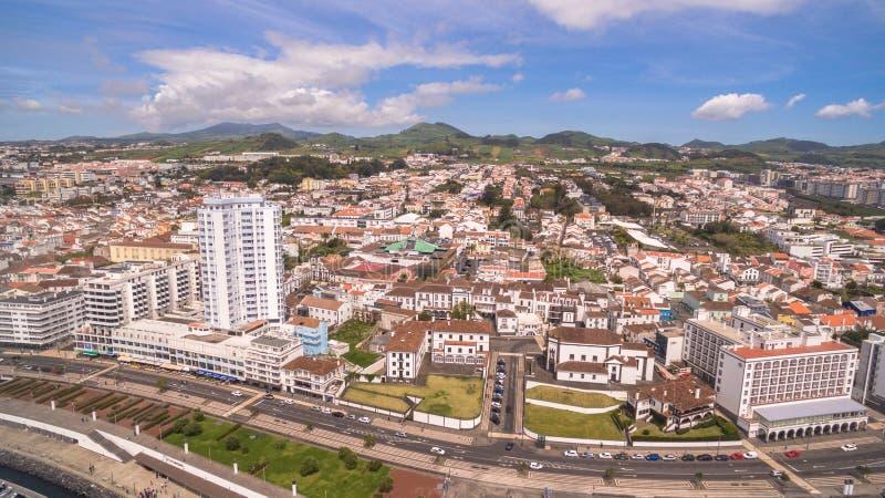 Panoramablick von Ponta Delgada, Azoren, Portugal an der Morgenvogelperspektive stockfoto