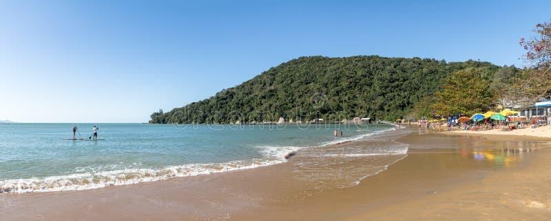 Panoramablick von Praia de Laranjeiras Beach - Balneario Camboriu, Santa Catarina, Brasilien stockbild
