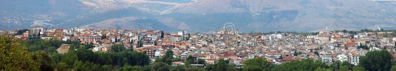 Panoramablick von Pratola Peligna, Italien lizenzfreie stockfotografie