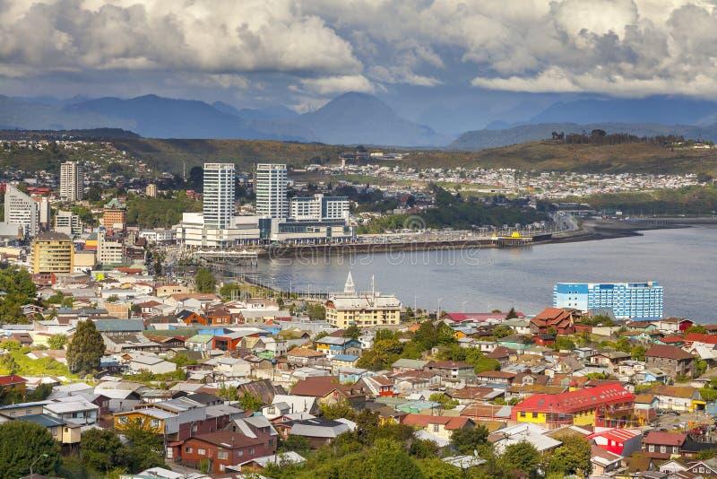 Panoramablick von Puerto Montt in Chile stockbilder