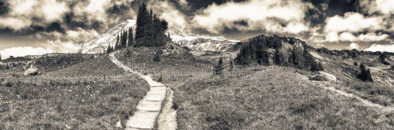 Panoramablick von regnerischeren Spuren Mt an einem schönen Sommertag lizenzfreie stockbilder