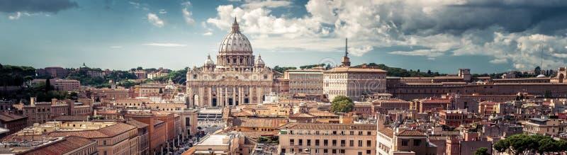 Panoramablick von Rom mit St Peter Basilika in der Vatikanstadt, stockbild
