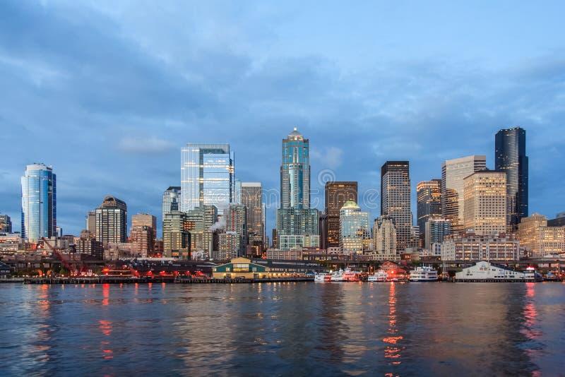Panoramablick von Seattle im Stadtzentrum gelegen von Puget Sound lizenzfreies stockfoto