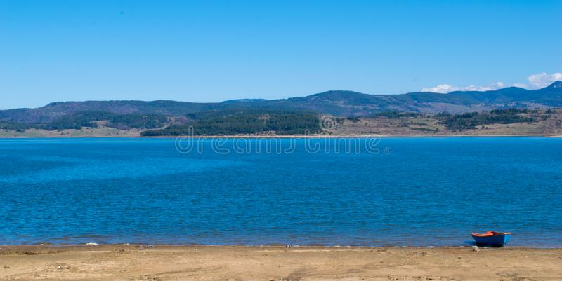 Panoramablick von See Batak Pazardzhik, Bulgarien lizenzfreies stockbild